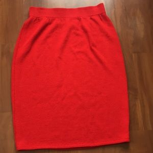 St. John Skirts - ST.JOHN.  Like NEW.   Pencil skirt.  Size 12